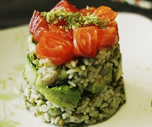 Sushi layer cake with salmon, avocado &amp; cucumber