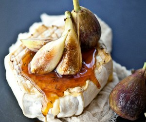 grilled soft cheese with honey and figs