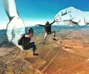Unique Way to Showcase Skydiving Images