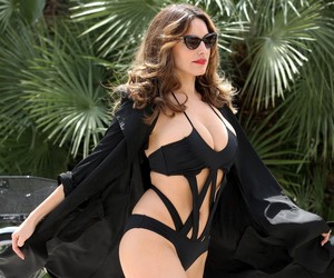 Kelly Brook - The Ultimate Bikini Gallery