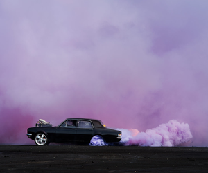 photos from a car burnouts contest
