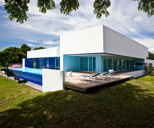 Sinu River House by Antonio Sofan