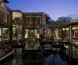 Sleek Courtyard House