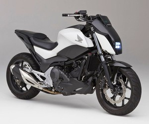 Honda's self-balancing motorcycle defies gravity