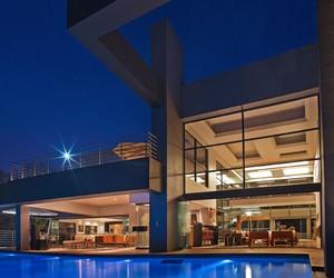 Eccleston Drive Residence by Nico Van Der Meulen A