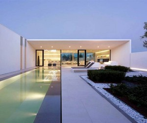 JESOLO LIDO POOL VILLA BY JM ARCHITECTURE
