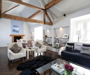 Top Floor 2 Bedroom Love Nest in London