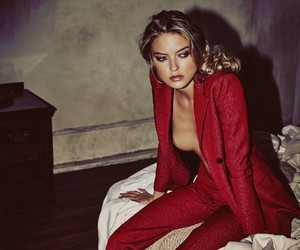 MARTHA HUNT BY GUY AROCH