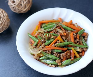 Round Bean and Carrots Stir Fry with Minced Pork