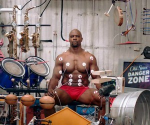 Terry Crews' Makes Beautiful Music with his Muscle