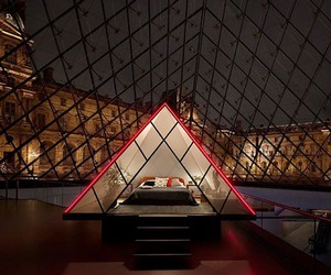 Airbnb give one night at the louvre for free