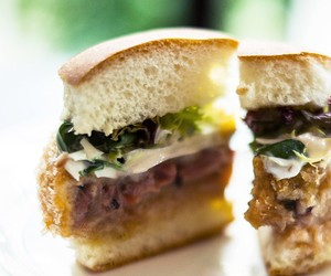 Bun Fights Burgers by Restoration & Posto Pubblico