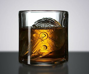 Ice cubes in the form of the Millennium Falcon