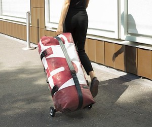 Zeppelin: Inflatable Rolling Suitcase