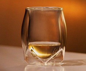 Norlan Whiskey Glass focuses on the aroma
