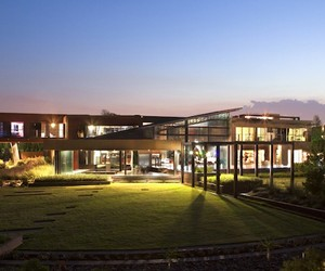 Sprawling Nico van der Meulen Contemporary Home