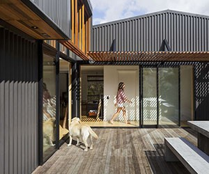 "Oceanfront ""Shed"" House in New Zealand"
