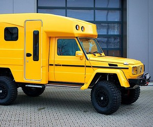 Orangework makes a camper from a Mercedes G320