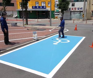 Freehand painting for handicapped parking