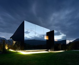 mirror house in bolzano