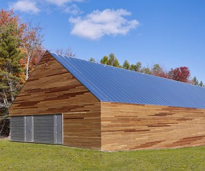 Modern barn as a gallery or warehouse for artists