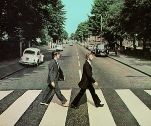 Album Covers without dead Artists