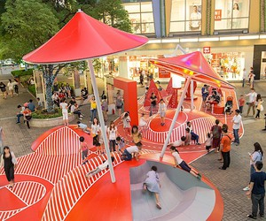 Interactive playground in the shopping mile