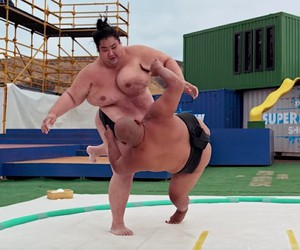 slow mo guys show us a sumo fight in super slom mo