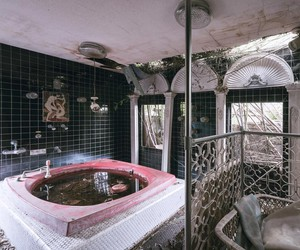 Bob Thissen photographed an abandoned love hotel
